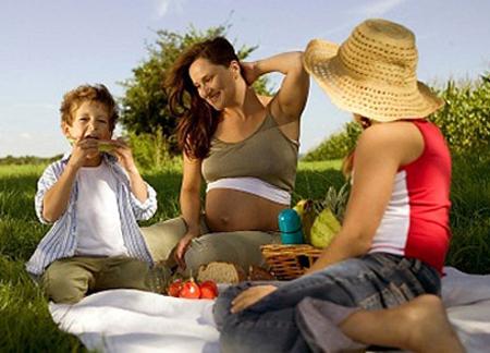 Những lưu ý khi ăn hoa quả lúc mang bầu