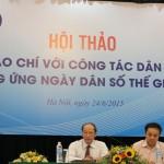 Ông Nguyễn Văn Tân (bìa trái) - Phó Tổng cục trưởng phụ trách Tổng cục DS-KHHGĐ và ông Trần Bá Dung, Trưởng ban Nghiệp vụ (Hội Nhà báo Việt Nam), Chủ nhiệm Câu lạc bộ Nhà báo với công tác Dân số điều hành Hội thảo